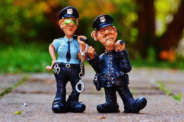 イキがる警察官